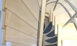 Treppenhaus in Ahorn