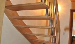 viertelgewendelte Treppe freitragend in Eiche