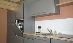 Küchenzeile in Steingrau und Eiche Dekor