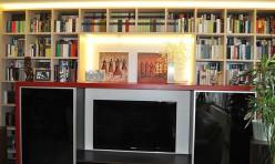 Schrankwand mit Beleuchtung und Schiebetüren