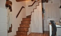 Jugendzimmer mit integrierter Treppe in Birke