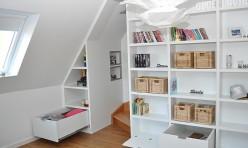 Einbauschrankwand mit integrierter Treppe