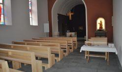 Kirchenbänke in Esche